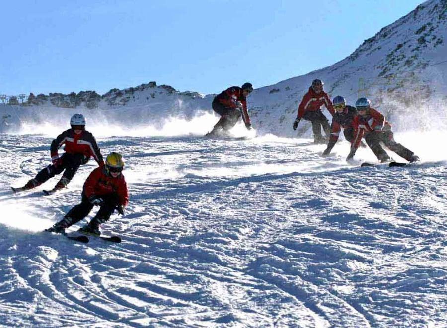 c313b774e Veríme, že nám počasie dopraje a deti sa budú môcť do sýtosti vyšantiť na  snehu a naučiť sa novým pohybovým zručnostiam. A ako plánujeme päťdňový  lyžiarsky ...